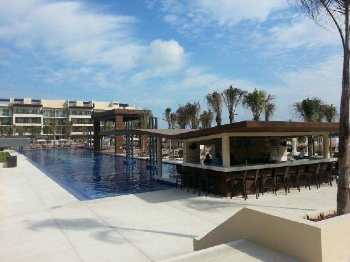 Royalton Riviera Cancun Mexico - Swim Up Bar