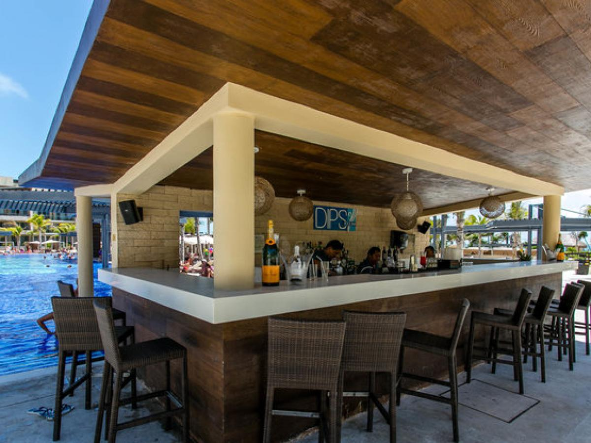 Royalton St Lucia - Pool Bars