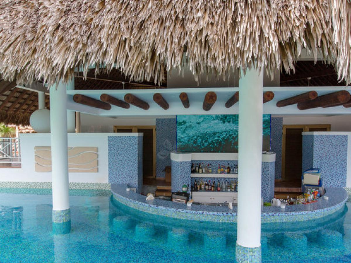 Royalton St Lucia - Pool and Beach Bars